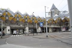 Rotterdam-091-Kubuswoningen-en-Blaaktoren