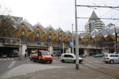Rotterdam-092-Kubuswoningen-en-Blaaktoren