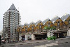 Rotterdam-095-Kubuswoningen-en-Blaaktoren