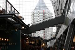 Rotterdam-118-Markthal-binnenkant-met-doorkijk-naar-Blaaktoren