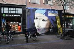 2016-04-08-Delft-337-Schuttingschildering-Het-Meisje-met-de-Parel-van-Vermeer