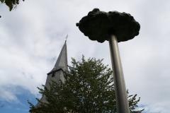 Sint-Truiden-088-Wolk-door-Luc-vd-Hallen-1998-en-toren-Gangulfuskerk