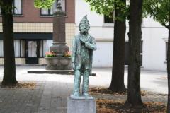 Sint-Truiden-228-Carnavalsbeeld-Raadsvriendje-door-Jos-Schrijnemaker-2003