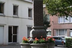 Sint-Truiden-235-Monument-met-bloembakken