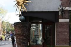 Groningen-130-Zon-bij-ingang-restaurant