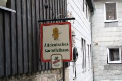 Harz-Blankenburg-164-Uithangbord-Altdeutsches-Kartoffelhaus
