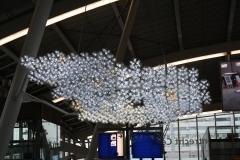 Lampenkunstwerk-op-station