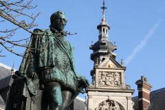 Utrecht-021-Standbeeld-Graaf-Jan-van-Nassau-voor-Universiteit-Utrecht