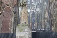 Utrecht-034-Verzetsmonument-Domplein-door-Corinne-Franzen-Heslenfeld