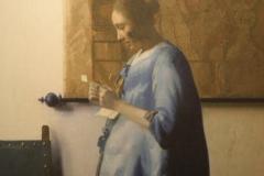 2016-04-09-Delft-Johannes-Vermeer-081-Brieflezende-Vrouw-in-het-Blauw-ca-1662-1665-detail