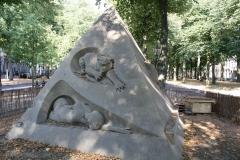 2018-07-24-Den-Haag-Zandsculpturen-031-Ilya-Filimontsev-Droom-veroorzaakt-door-de-vlucht-van-een-bij