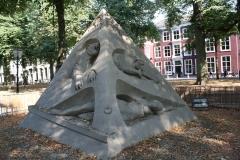2018-07-24-Den-Haag-Zandsculpturen-032-Ilya-Filimontsev-Droom-veroorzaakt-door-de-vlucht-van-een-bij
